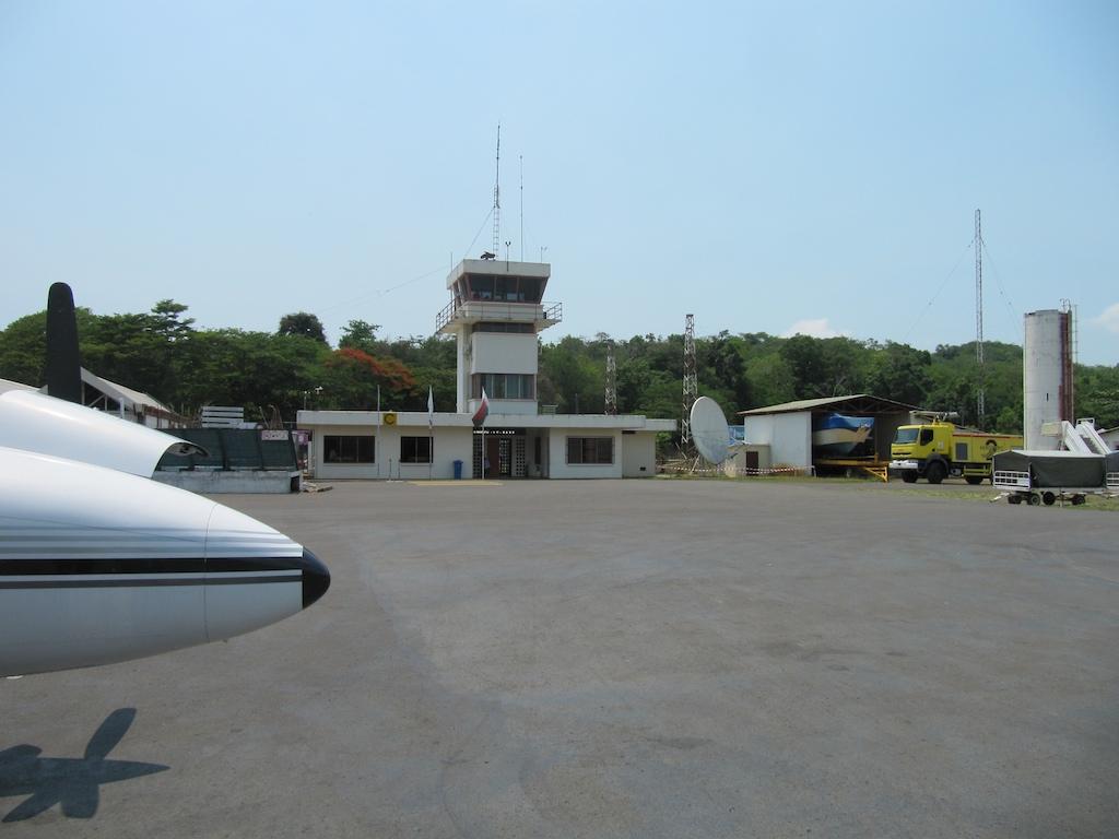Aeroporto Nosy Be : Fmnn nosy be fascene pilot airport information